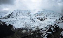 Драматический пейзаж в Blanca кордильер, Перу горы Стоковое Изображение