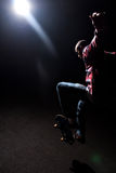 драматический скача скейтбордист вниз Стоковая Фотография RF