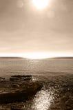 Драматический seascape, с утесами и отражениями Стоковое Изображение RF