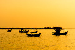 Драматический twilight заход солнца и небо восхода солнца на море стоковые изображения rf
