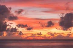 Драматическое небо захода солнца в Мальдивах Стоковые Фото