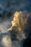 Драматическое небо захода солнца с красочными облаками после грозы Стоковые Фотографии RF