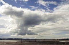 Драматическое небо над островом молы стоковые фотографии rf