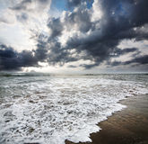 драматическое небо океана стоковое изображение