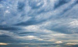 Драматическое небо с темными облаками Стоковое Изображение RF