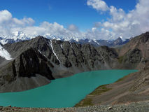 Драматическое озеро kol алы, Тянь-Шань, Кыргызстан Стоковая Фотография RF