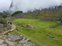 Драматическое Machu Picchu в облаках стоковое изображение