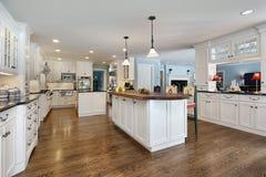 древесина верхней части кухни острова Стоковое Изображение