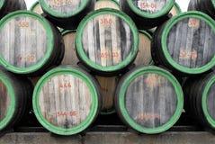 древесина вина взгляда стороны бочонков стоковая фотография rf
