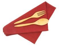 Древесина вилки и ножа на красной изолированной салфетке Стоковое Фото