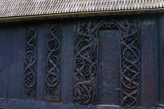 Древесина высекая в старой церков Urnes стоковые фото