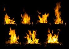 Древесина высокого пламени горящая в плитах Стоковые Фото