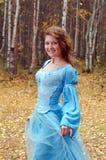 древесина девушки платья осени средневековая Стоковые Изображения