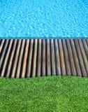 древесина заплывания бассеина травы пола Стоковые Изображения