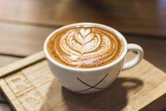Древесина искусства latte кофейной чашки Стоковая Фотография