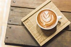 Древесина искусства latte кофейной чашки Стоковые Фото