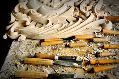 Древесина оборудования вырезывания в мастерской гравера Стоковая Фотография