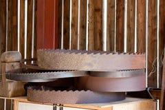 древесина пилы круговой кучи лезвий ржавая Стоковое Изображение RF