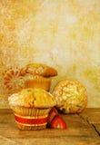 древесина таблицы булочек клюквы деревенская стоковое фото