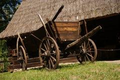 древесина тележки амбара старая нижняя стоковая фотография