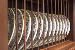 древесина dishrack фарфора Стоковые Фотографии RF