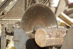 древесина sawing Стоковое Изображение RF