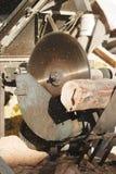 древесина sawing Стоковые Фото