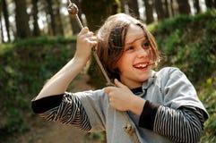 древесины девушки отбрасывая молодые Стоковое Изображение