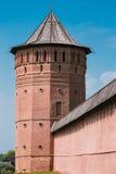 Древние стены и башни Кремля в Suzdal Стоковая Фотография RF