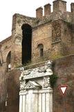 Древние стены окружая город Romein Италии Стоковая Фотография RF