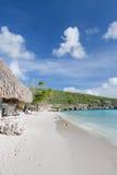 Древний белый пляж песка в Caribbean Стоковое Изображение