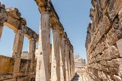 Древний город Hierapolis в Pamukkale, Турции стоковое фото