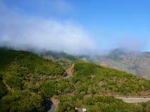 Древний ландшафт горы в тумане Стоковая Фотография