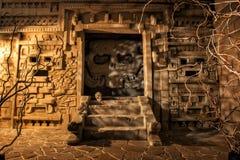 Древний храм в мистическом свете стоковое изображение rf