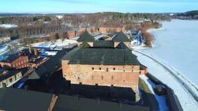 Древняя крепость города видео Hameenlinna воздушного Финляндия видеоматериал