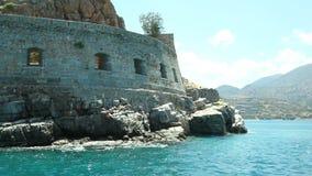 Древняя крепость на острове Spinalonga Башня основы Spinalonga форта Крит Греция акции видеоматериалы