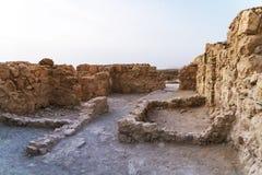Древняя крепость masada Каменные стены крепости Остатки старого городища в южном районе Израиля стоковые фотографии rf