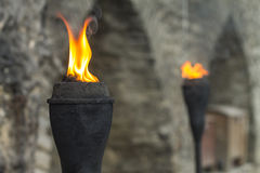 Древняя стена выделила парами железного факела в городке Таллина старом Стоковое Изображение RF