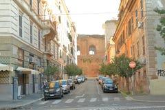 Древняя стена от красных кирпичей в Риме, Италии Стоковые Изображения