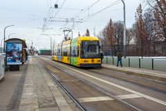 22 01 Дрезден 2018; Германия - трамвай на пути в ce города Дрездена Стоковое Изображение RF