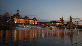 Дрезден, Tourboat на Эльбе на ноче сток-видео