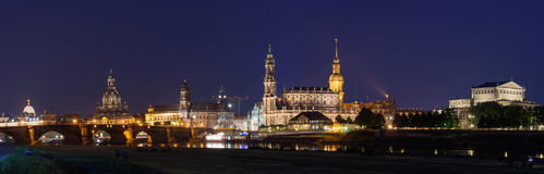 Дрезден на ноче - старый городок стоковая фотография