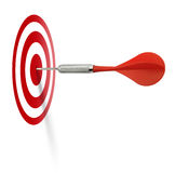 дротик ударяя красную цель Стоковые Фотографии RF