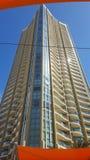 Другое возбуждая multi здание этажа в сердце Broadbeach, Квинсленда стоковые фото