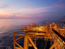 Другой день в месторождении нефти стоковое фото rf