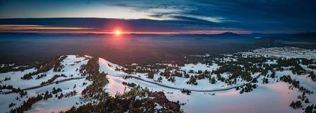 Другой заход солнца на озере кратер Стоковое фото RF