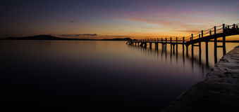 Другой заход солнца на пристани на острове Coron, Palawan, Филиппинах Стоковые Фотографии RF