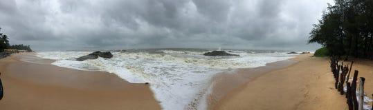 Другой панорамный взгляд пляжа Kundapura Стоковое Изображение RF