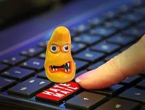 Друг онлайн аферы хакера сети преступления почты ненависти интернета темной уголовной ложный стоковая фотография