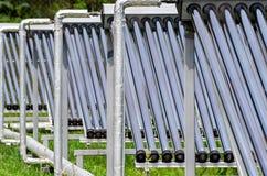 дружественная к Эко альтернативная солнечная энергия, панели солнечных батарей стоковое фото
